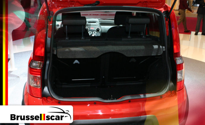 voiture de location à Agadir et Marrakech Mini-citadines FIAT Panda 5 places pas cher chez Brusselscar